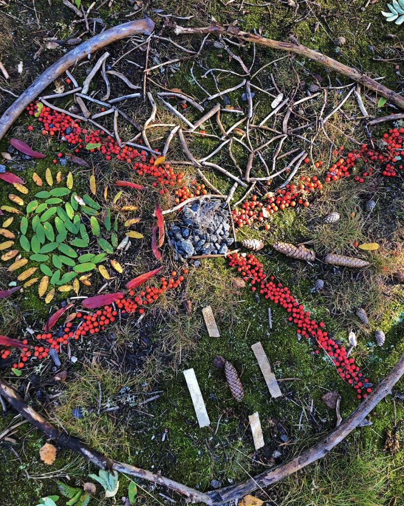 Material från skogen blir konst